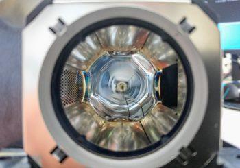 職場のプロジェクターのランプ交換。