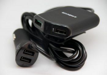 前にも後ろにも充電ポートを追加できるLOBKIN 車用充電器 4ポート。