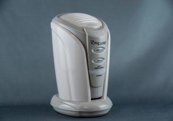 冷蔵庫の脱臭用に小型消臭器を買ってみました。