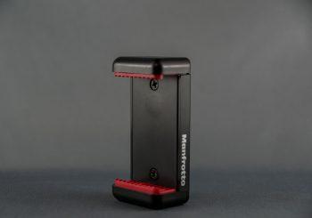 マンフロットのスマートフォン用三脚アダプター。